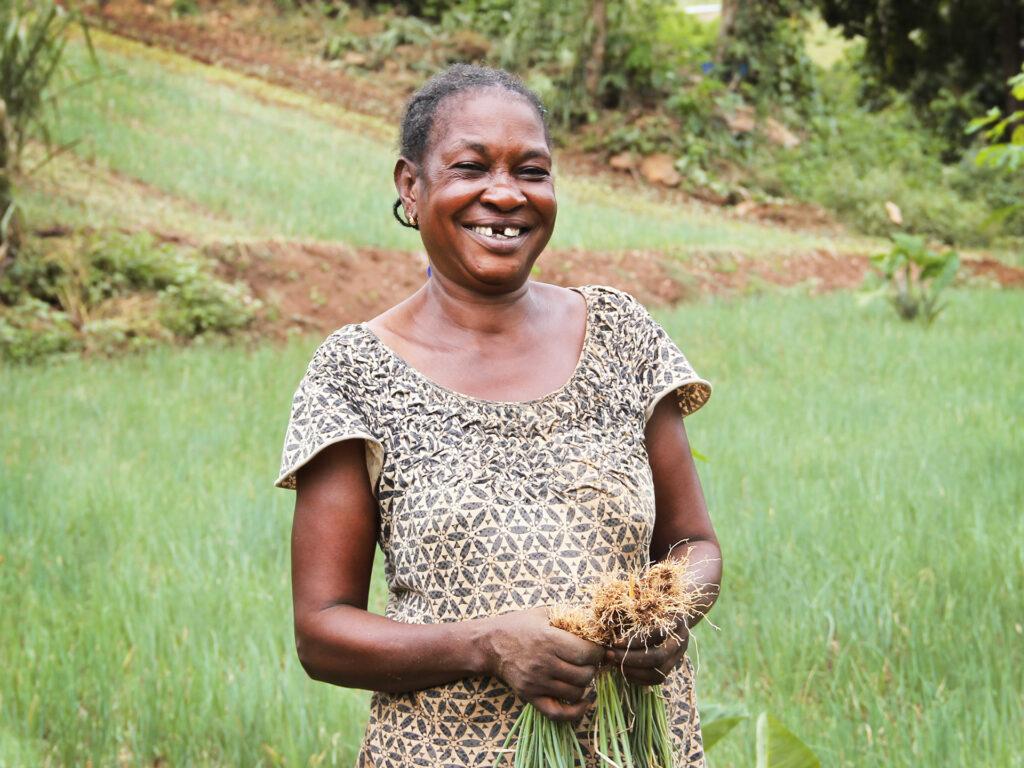 En kvinna på ett fält