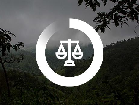 En symbol för konflikt och rättvisa på en mörk bakgrund