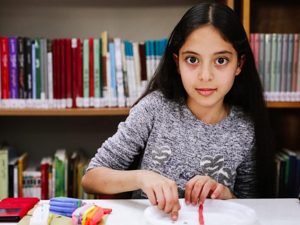 Girl in school Palestina